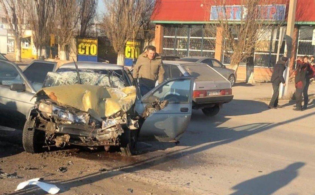 В Ростовской области ВАЗ протаранил машину ДПС, фото-1