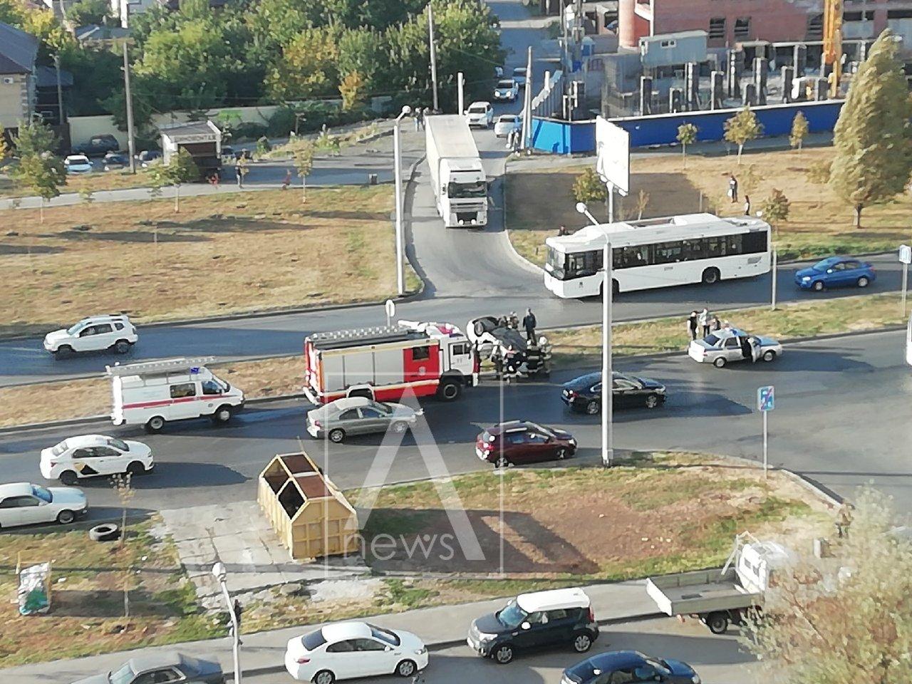 Такси перевернулось на Левенцовке