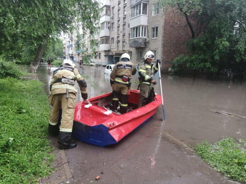 Наводнение во дворе на Ленина 109/5, Фото ГУ МЧС РФ по РО