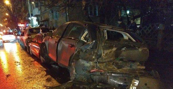 Массовое ДТП ссемью автомобилями случилось вРостове: двое пострадали