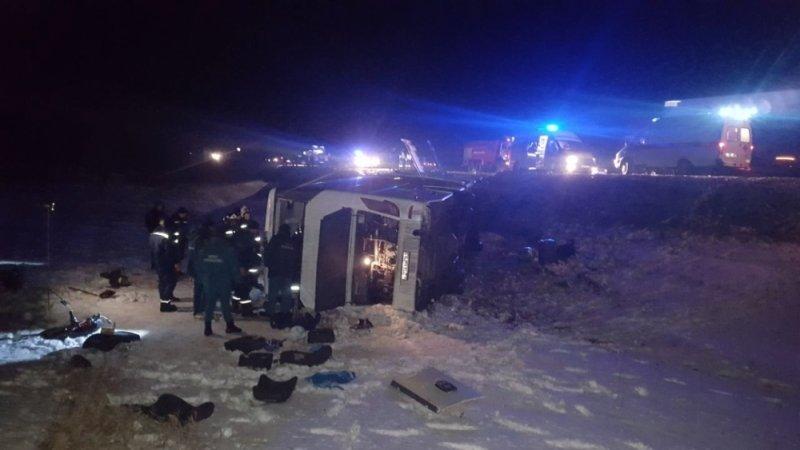 В больницы Ростовской области доставлены 13 пассажиров перевернувшегося автобуса