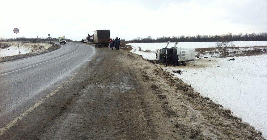 Ростовские дорожники восстановили движение по трассе, где разбился автобус