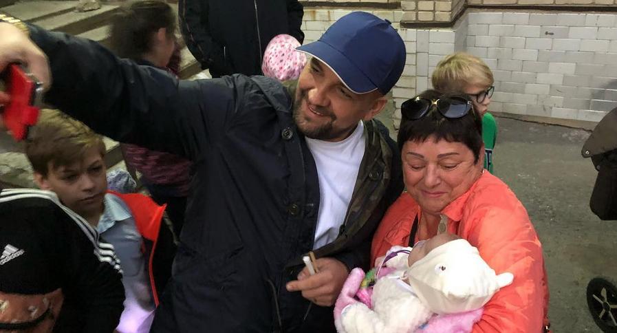 Поле «Ростов Арены» покрыли особой плиткой перед концертом Басты