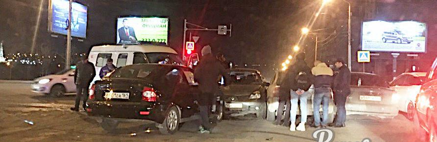 Из-за неработающего светофора в Ростове столкнулись пять автомобилей