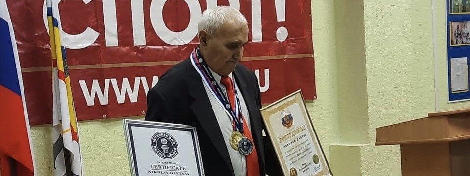 Пенсионер из Ростовской области установил мировой рекорд по приседаниям