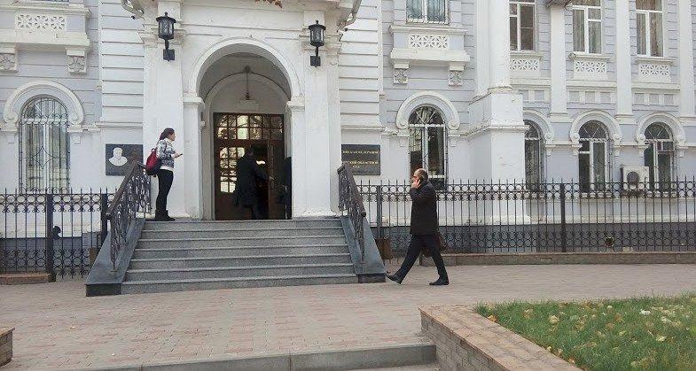 Ростовский облсуд оставил в СИЗО главу Аксайского района и его подельников